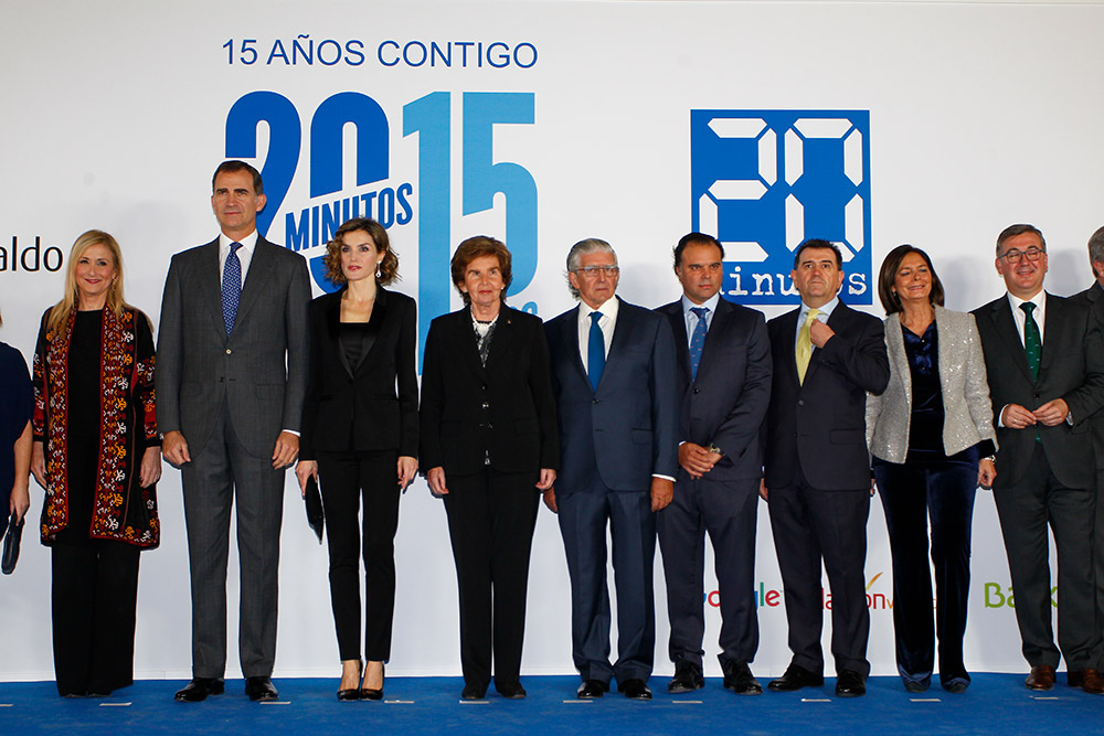 Los Reyes junto a la Familia Yarza, el director de 20 Minutos - Arsenio Escolar- y autoridades.