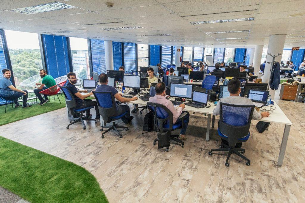 Equipo de Hiberus Tecnología en su sede