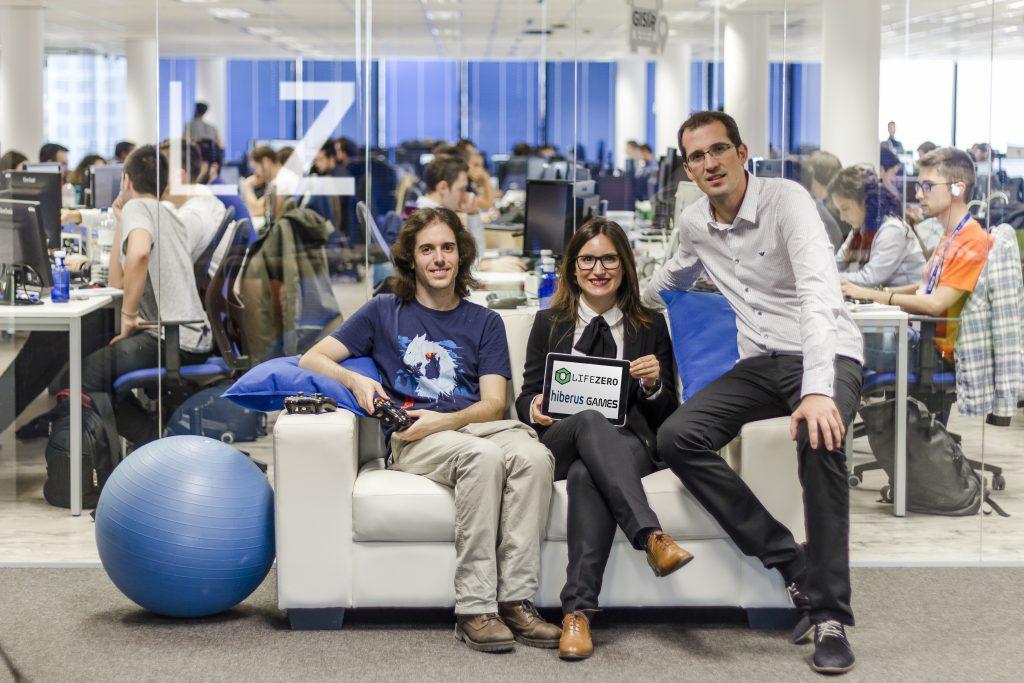 Miguel Vallés, CEO de Life Zero, Sara Santolaria, directora de Hiberus Emprende y Sergio López, director general de Hiberus Tecnología en la sede de Hiberus Ecosystem